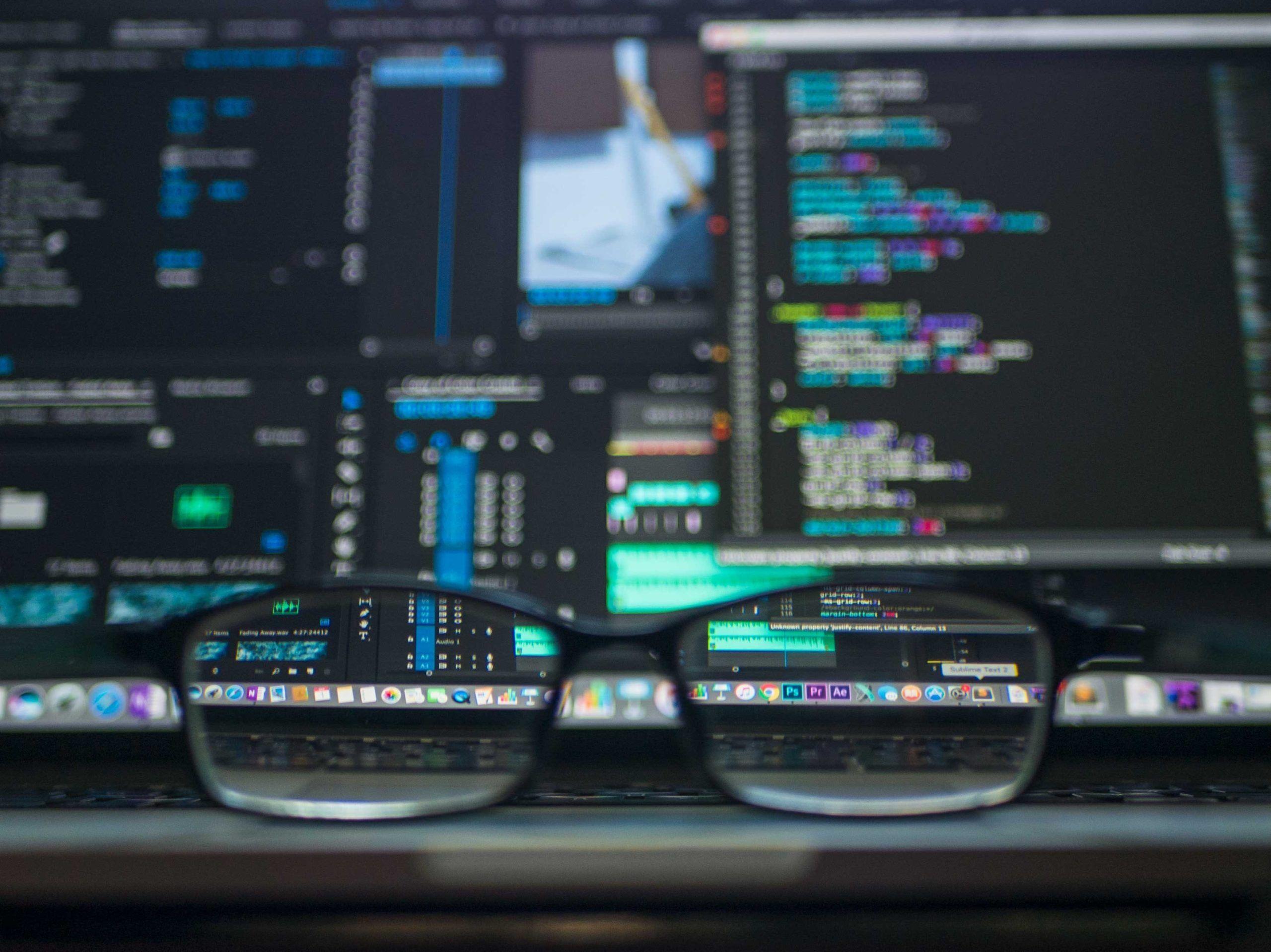 coding-computer-data-depth-of-field-577585